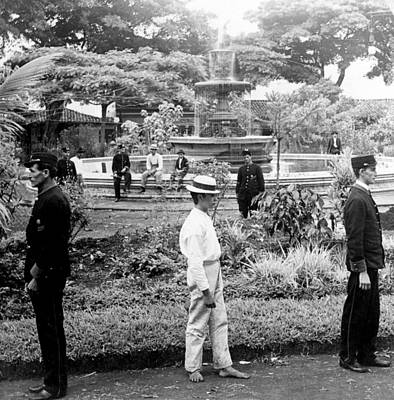 Historia Wall Art - Photograph - Fountain And Plaza In Heredia - Costa Rica - C 1902 by International  Images