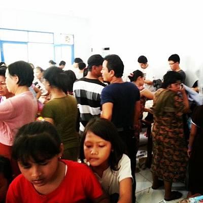 Cheap Photograph - #garage #sale #kesan #crowded #but #fun by Michael Ajah
