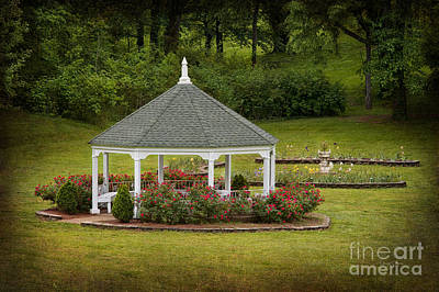 Photograph - Garden Gazebo by Cheryl Davis
