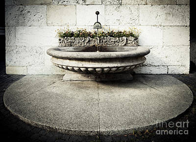 Photograph - Geneva Fountain 1 by RicharD Murphy