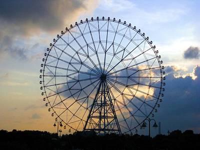 Giant Ferris Wheel At Sunset Art Print by Paul Van Scott