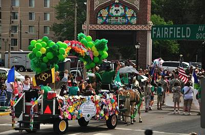 Photograph - Girl Scout Float by Gene Sherrill