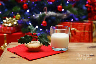 Glass Of Milk And A Mince Pie For Santa Print by Richard Thomas