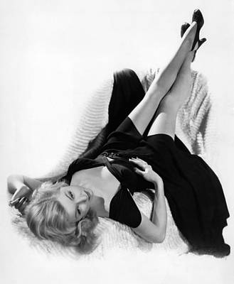 Cheesecake Shot Photograph - Gloria Grahame, Ca. 1940s by Everett