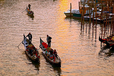 Photograph - Gondolieri. Venezia. Italia by Juan Carlos Ferro Duque