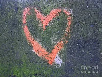 Photograph - Graffiti Heart by Helen  Campbell
