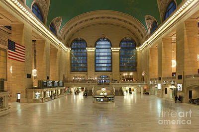 Photograph - Grand Central Terminal I by Clarence Holmes