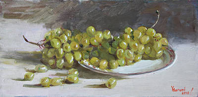 Nature Morte Painting - Green Grapes  by Ylli Haruni