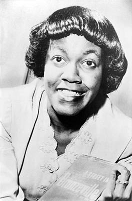 2008-2 Photograph - Gwendolyn Brooks 1917-2000 Holding by Everett