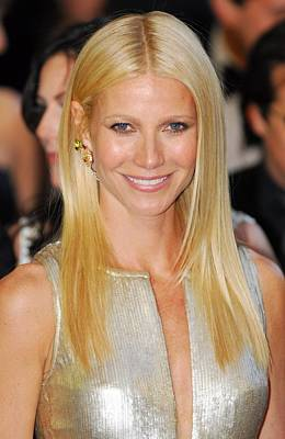 Gwyneth Paltrow Photograph - Gwyneth Paltrow Wearing Louis Vuitton by Everett