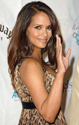 Halle Berry At Arrivals For Jenesse Art Print