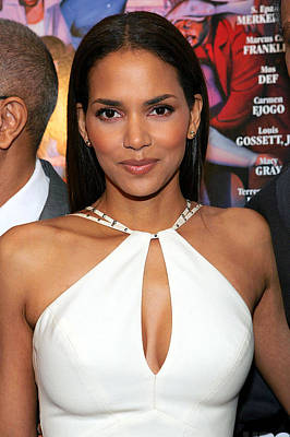 Halle Berry At Arrivals For Lackawanna Art Print