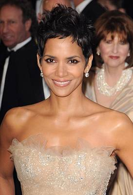 The 83rd Academy Awards Oscars - Arrivals Part 1 Photograph - Halle Berry At Arrivals For The 83rd by Everett