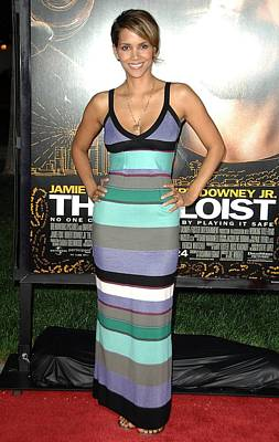 The Paramount Theatre Photograph - Halle Berry At Arrivals For The Soloist by Everett
