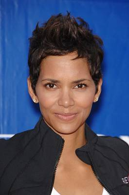Halle Berry In Attendance For 18th Art Print