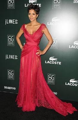 Halle Berry Wearing A Dress By Elie Art Print