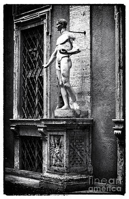 Courtyard Gallery Photograph - Hanging Around by John Rizzuto