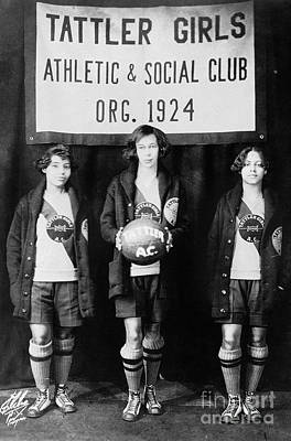 Photograph - Harlem: Basketball, 1924 by Granger