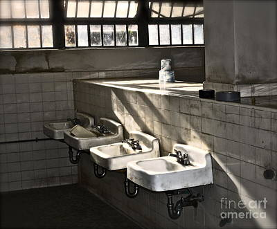 Kahlil Gibran Photograph - I Wash My Hands by Gwyn Newcombe