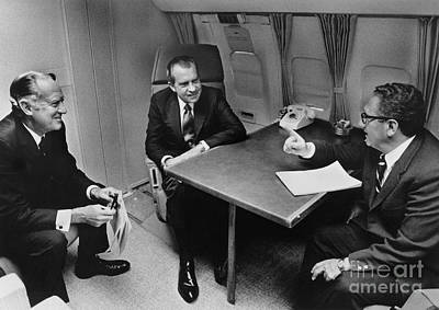 In Flight Discussion, President Nixon & Art Print by Photo Researchers