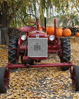 Mccormick Farmall Photograph - International Harvester Mccormick Farmall Cub Farm Tractor . 7d10305 by Wingsdomain Art and Photography