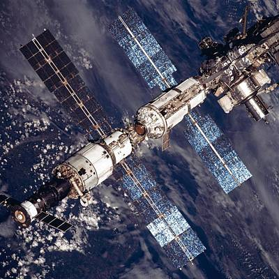 International Space Station In 2001 Art Print by Everett