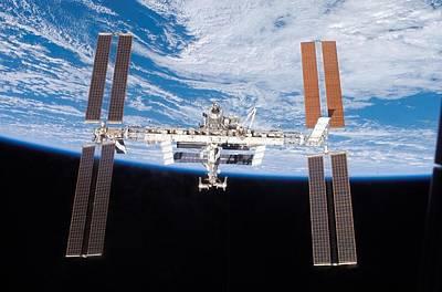 International Space Station In 2007 Art Print by Everett