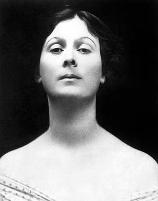 Isadora Duncan Photograph - Isadora Duncan, Undated by Everett