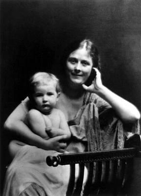 Isadora Duncan With Daughter Deirdre Art Print