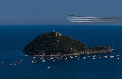 Photograph - Isola Gallinara E Frecce Tricolori by Enrico Pelos
