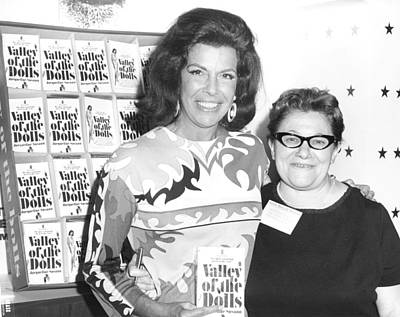 Jacqueline Susann And Fan Anne Udin Art Print by Everett