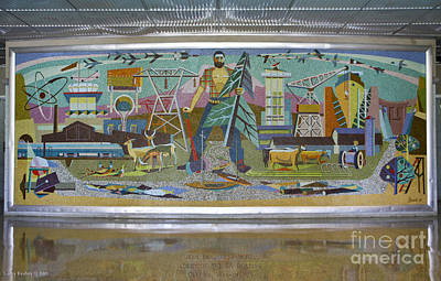 Photograph - Jean Beal Mural by Larry Keahey