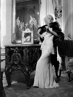 Fur Stole Photograph - Jean Harlow With Photograph by Everett