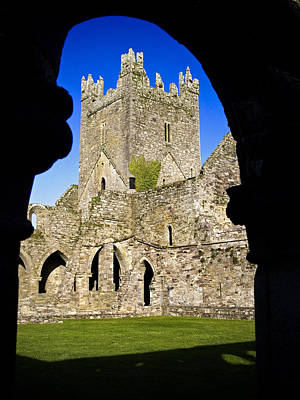Jerpoint Abbey In Kilkenny Print by Chris Hill