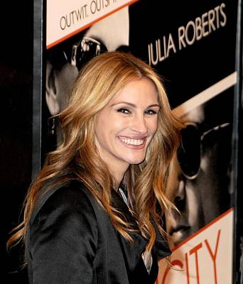 Julia Roberts At Arrivals For Duplicity Art Print by Everett