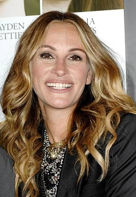 Statement Necklace Photograph - Julia Roberts At Arrivals For Fireflies by Everett