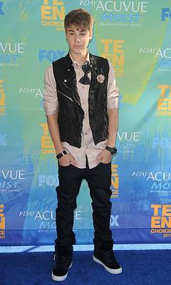 Gibson Amphitheatre Photograph - Justin Bieber At Arrivals For 2011 Teen by Everett