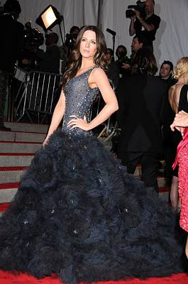 Kate Beckinsale Wearing A Marchesa Art Print by Everett