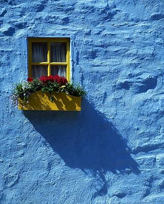 Photograph - Kinsale, Co Cork, Ireland Cottage Window by The Irish Image Collection
