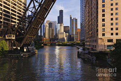 Water St Chicago Photograph - Kinzie St Bridge In Chicago by Jeremy Woodhouse