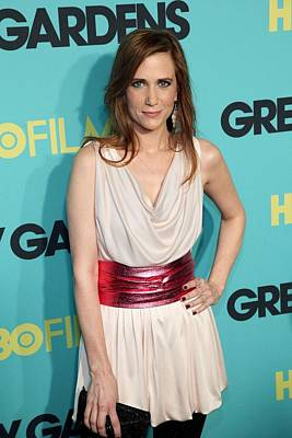 Kristen Wiig At Arrivals For Grey Art Print