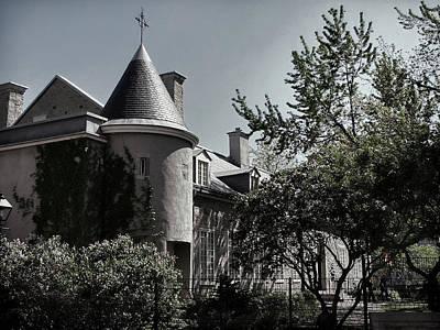 Photograph - Le Chateau Ramezay by Robert Knight