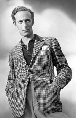 Publicity Shot Photograph - Leslie Howard Publicity Portrait by Everett