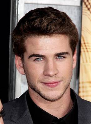 Liam Photograph - Liam Hemsworth At Arrivals For The Last by Everett