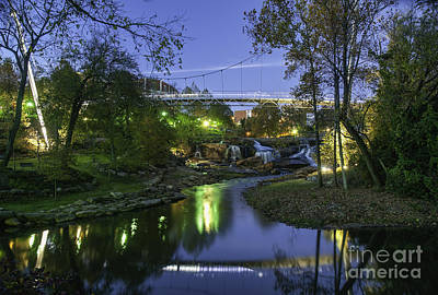 Photograph - Liberty Bridge At Night by David Waldrop