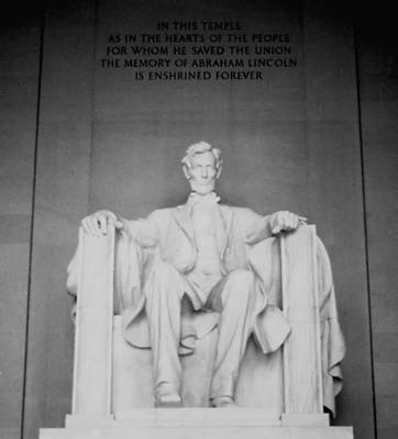 Photograph - Lincoln Memorial by Lynnette Johns