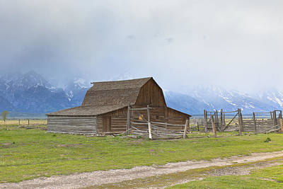 Photograph - Little Mountain Barn by Jack R Perry