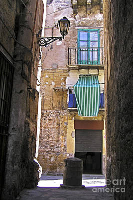 Antik Photograph - Little Street In The Old Citycenter - Palermo - Sicily by Silva Wischeropp