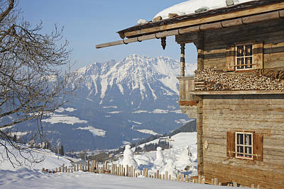 Y120831 Photograph - Log Cabin At Ski Resort by Altrendo Images