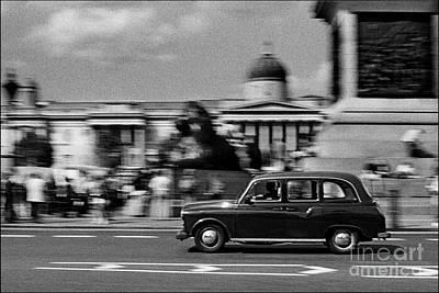 London Cab In Trafalgar Square Art Print by Aldo Cervato
